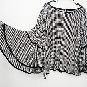 NWT True Destiny Houndstooth Wide Bell Sleeve Top